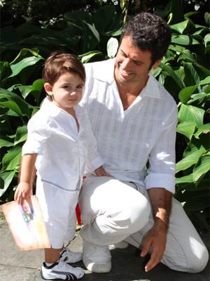 Eriberto Leão ao lado de seu pequeno João (Foto: Guerra dos Sexos/ TV Globo)