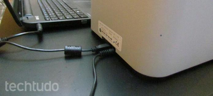 Impressora tem somente dois cabos, de energia e dados (Foto: Paulo Alves/TechTudo)
