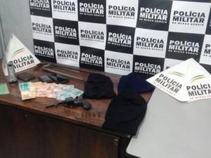 materiais foram apreendidos (Foto: Polícia Militar/Divulgação)