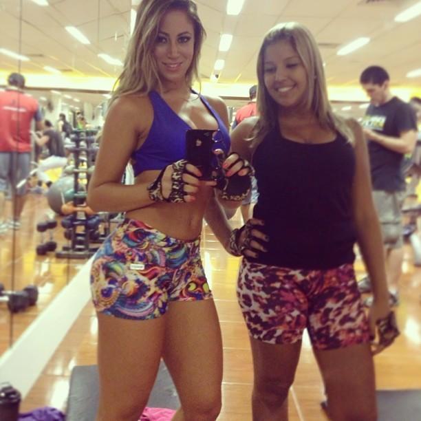 Carol Narizinho com amiga em academia (Foto: Instagram/ Reprodução)