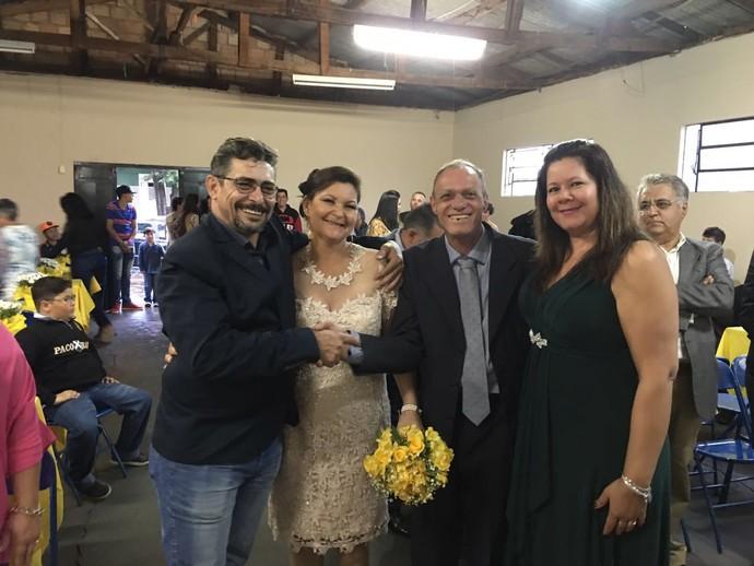 Seu Eurides e Dona Ivone om os padrinhos do casamento (Foto: Arquivo pessoal)