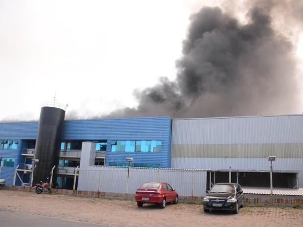 Cerca de 300 pessoas trabalhavam na hora do incêndio (Foto: Júlio Leite/ Divulgação)