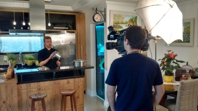 Especialista traz dicas de itens de cozinha  (Foto: RBS TV/Divulgação)