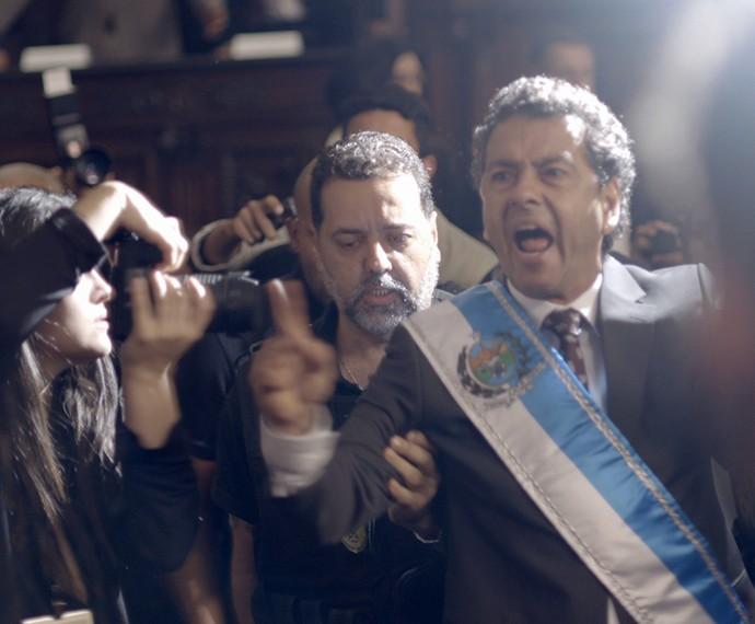 Aderbal é preso em sua posse (Foto: TV Globo)