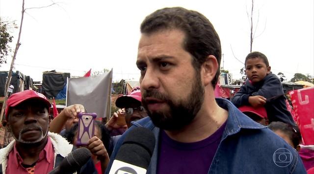 Guilherme Boulos faz campanha em São Paulo nesta quinta-feira (20)