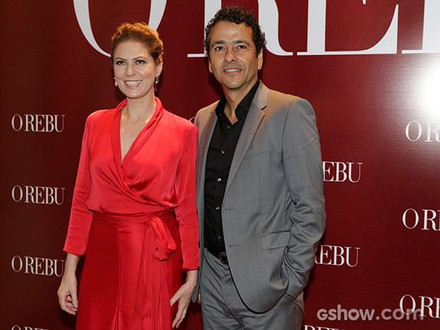 Na entrada da festa, Patricia Pillar elogiou a elegância de Marcos Palmeira (Foto: Fábio Rocha/TV Globo)