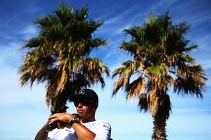 Lewis Hamilton na praia de St. Kilda, em Melbourne (Foto: Getty Images)