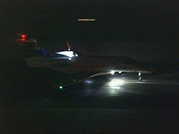 Avião com Angélica chegou às 21h40 (Foto: Reprodução/TV Globo)
