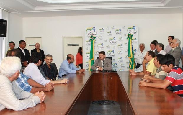 Reunião entre governador Wilson Martins e presidentes de clubes do Piauí (Foto: Náyra Macêdo)