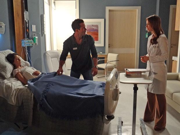 Bruno fica apreensivo por ter de fazer teste de compatibilidade com Paulinha (Foto: Amor à Vida / TV Globo)