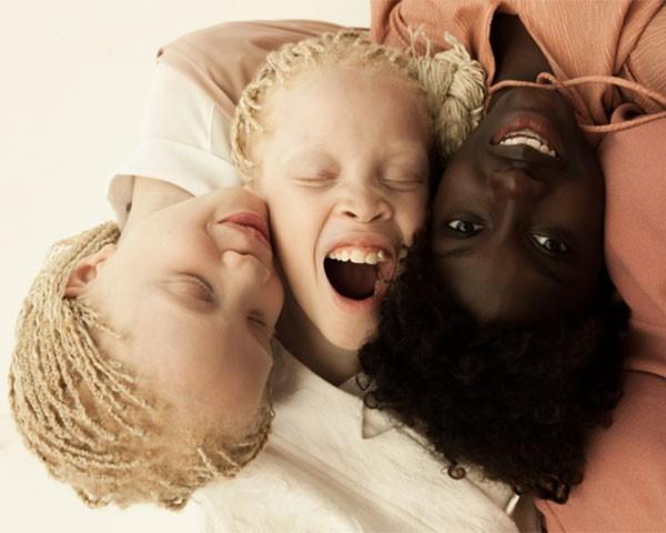 As três irmãs no ensaio Flores Raras (Foto: Vinicius Terranova)
