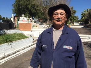 Coveiro que sepultou corpo de Bernardo trabalha há 28 anos no RS  (Foto: Caetanno Freitas/G1)