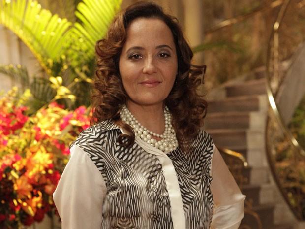 """Cláudia Netto promete """"quebrar tudo"""" com sua personagem divertida (Foto: Flor do Caribe/TV Globo)"""