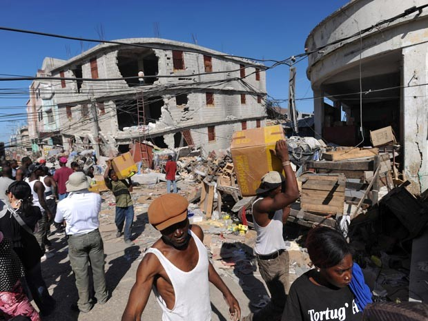 Terremoto de 2010 fez do Haiti o país com mais mortos em desastres nos últimos 20 anos; mais de 230 mil pessoas morreram no país nesse período (Foto: AFP/arquivo)