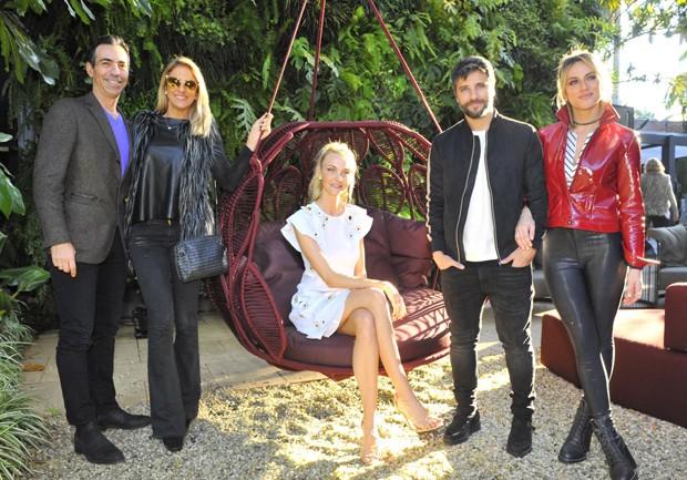 César Tralli, Ticiane Pinheiro, Caroline Trentini, Bruno Gagliasso e Giovanna Ewbank (Foto: Samuel Chaves/Brazil News)