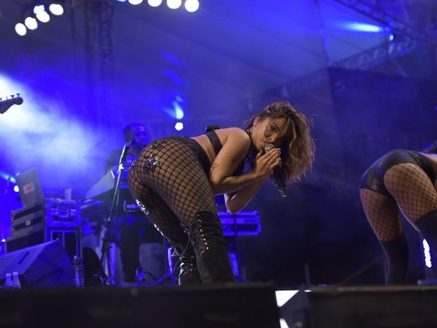 Antes de invadir show do Harmonia, Anitta fez show completo na Melhor Segunda-Feira (Foto: Elias Dantas/Ag.Haack)