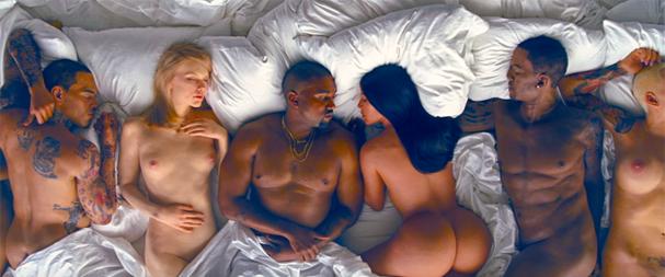Kim Kardashian ajudou a esculpir a sua sósia porque o bumbum não estava no tamanho certo (Foto: Reprodução/ Youtube)