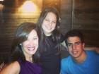Claudia Raia janta com os filhos Sophia e Enzo