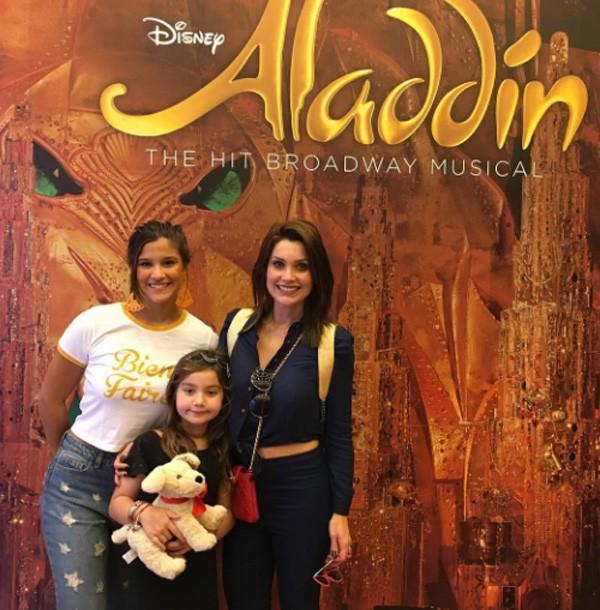 """Flavia foi assistir o musical """"Aladdin"""" na Broadway com as filhas (Foto: Reprodução/Instagram)"""