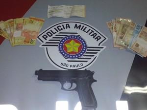 Homem é preso em flagrante após assaltar farmácia em São Roque (Foto: Divulgação/Polícia Militar)