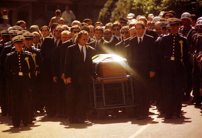 Enterro de Ayrton Senna em 1994 (Foto: Wilson Pedrosa / Agência Estado)