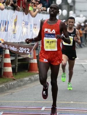 Mark Korir vence os 10 km da Tribuna (Foto: Divulgação - Raimundo Rosa/A Tribuna))