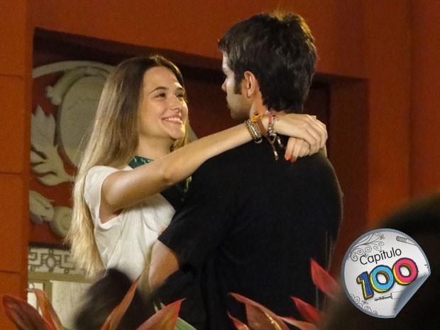 Fatinha tenta, mas toma o toco de Gil (Foto: Malhação / TV Globo)