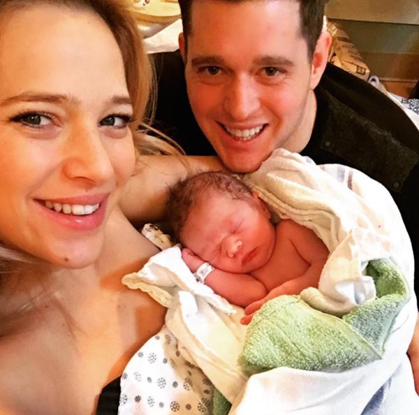O cantor Michael Buble, sua esposa e seu filho (Foto: Instagram)
