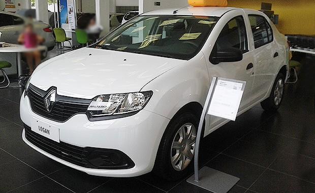 Renault Logan nas lojas (Foto: Tereza Consiglio/Autoesporte)