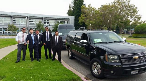 Carro que teria sido utilizado para transportar comitiva de Dilma nos EUA, em junho (Foto: Reprodução Facebook/Eduardo Marciano)