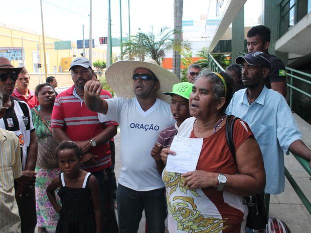 MOradores da ocupação do bairro Vila Marcela em Petrolina (Foto: Amanda Franco/G1)