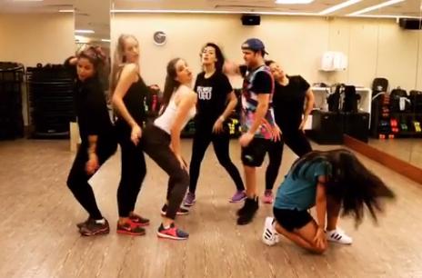 Yasmin Brunet e Camila Queiroz durante aula de dança (Foto: Reprodução / Instagram)