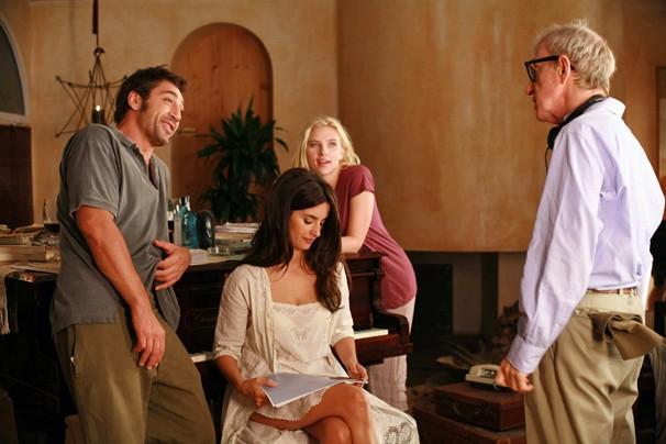 Woody Allen dirige o elenco de 'Vicky Cristina Barcelona' (Foto: Divulgação)
