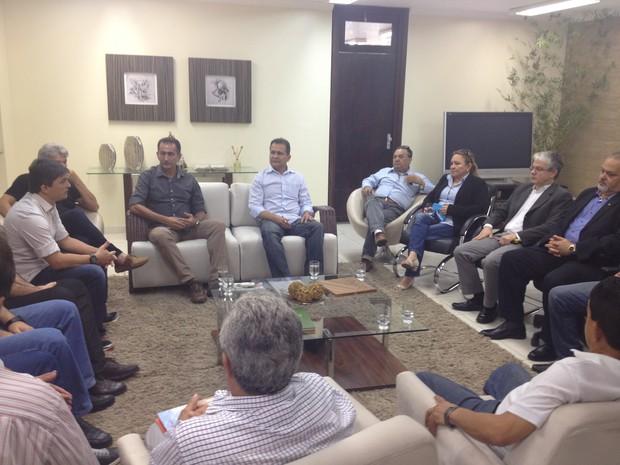 Encontro de empresas, governo e gestores aconteceu neste domingo (14) (Foto: John Pacheco/G1)