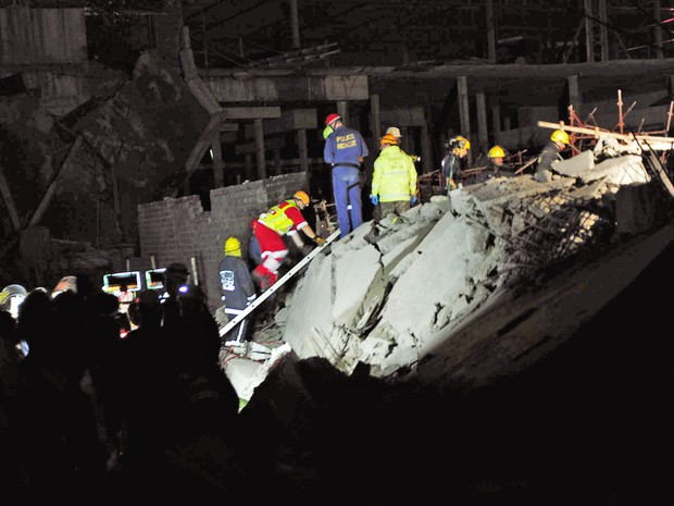Acidente em Tongaat, próximo a Durban, deixou 1 morto e 26 feridos (Foto: AP)