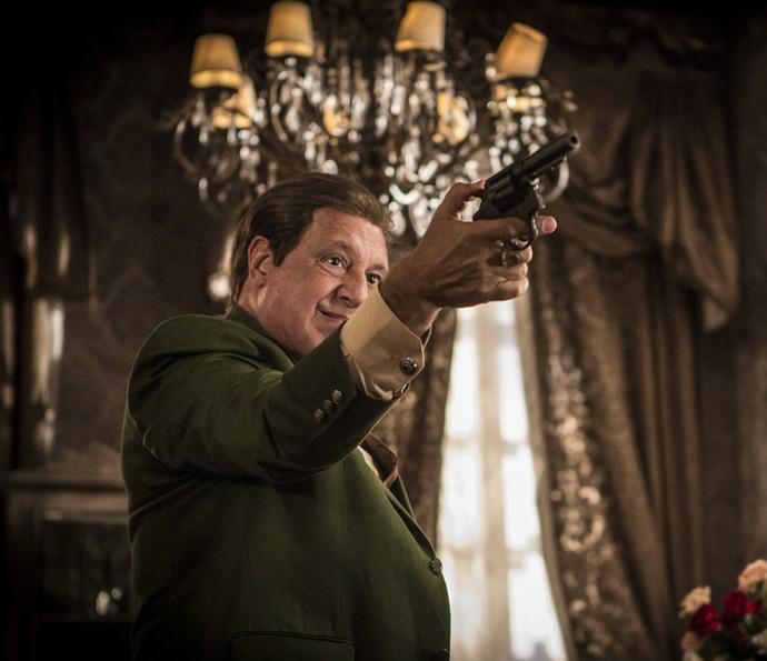 Afrânio aponta arma para Martim (Foto: Inacio Moraes/Gshow)