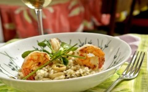 Risoto de camarão e lula com limão-siciliano