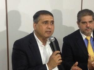 Moisés Souza anunciou que desistir de gestão da Assembleia em entrevista coletiva (Foto: Abinoan Santiago/G1)