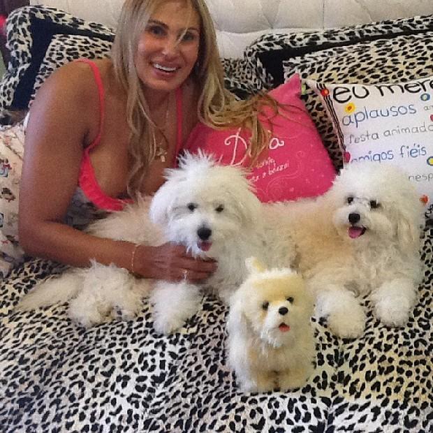 Ângela Bismarchi com seus cachorros (Foto: Instagram/ Reprodução)