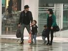 Recém-separados, Giácomo e Daniel Oliveira passeiam com os filhos