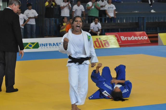 Larissa Farias conquista o título da categoria superligeiro (Foto: DIvulgação/CBJ)