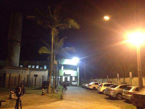 Corpos foram encaminhados ao IML de Joinville (Foto: Kleber Pizzamiglio/RBS TV)