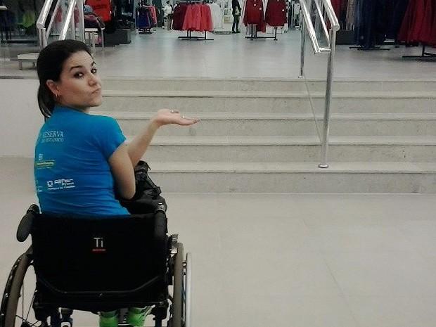 A atleta Danielle Nobile reclama da falta de acessebilidade em loja de departamentos de Ribeirão Preto, SP (Foto: Danielle Nobile/ Arquivo Pessoal)