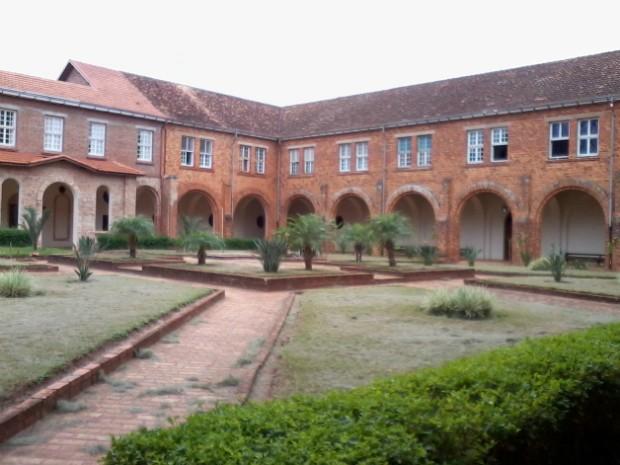 Mosteiro da abadia é composto pelo silencio do jardim (Foto: Giliardy Freitas/TV Tem)