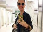 Carolina Kasting faz piada com sua barriguinha de grávida