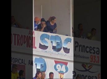 Diretoria do São Francisco só libera cabine 15 minutos após início do jogo (Foto: Reprodução/TV Tapajós)