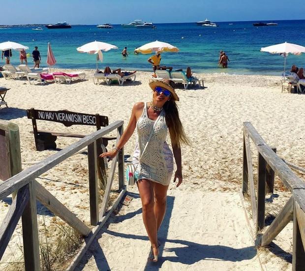 Lívia Andrade se diverte em praia de Ibiza, na Espanha (Foto: Reprodução/Instagram)