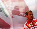 """Chamado de """"arrogante"""" por Webber, Vettel ignora crítica: """"Não me importo"""""""