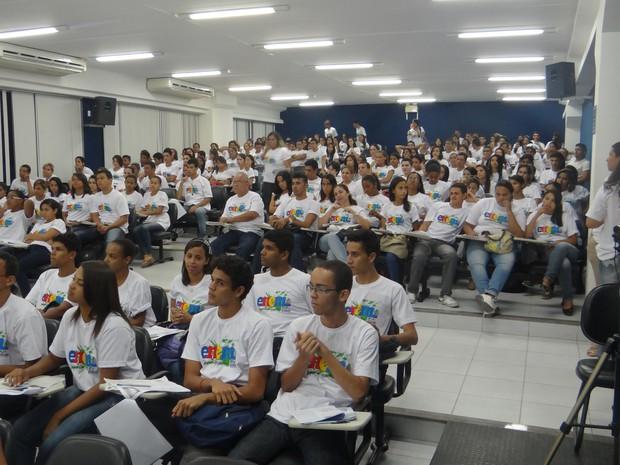 Cerca de 500 alunos do Cepa Assitiram as aulas. (Foto: Fabiana De Mutiis/G1)