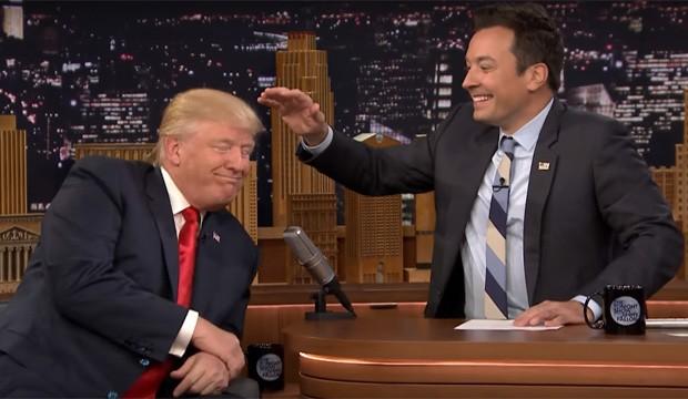 Pode acreditar: o cabelo de Donald Trump não é peruca (Foto: Reprodução/Youtube)